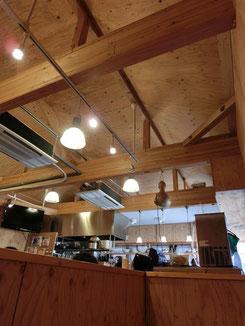 ●階段を上った2階には惣菜カフェが。満席のようでした