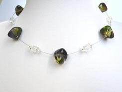 Halskette mit Glaskieseln olivgrün