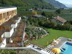 Theiner's Garten Ansicht Garten und Pool