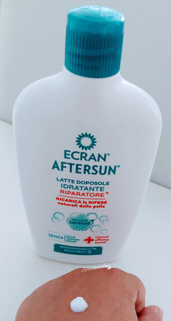 Texture latte doposole idratante riparatore + Ecran aftersun su dorso mano