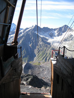 Die Bergstation am Elbrus im Kaukasus (wikipedia, Jason Blue-Smith)
