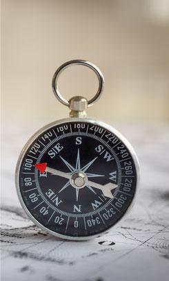 Der Muskeltest ist ein Arbeitsinstrument in der Kinesiologie , wie ein Kompass ist er Teil eines Navigationssystems, nicht jedoch eine Landkarte oder das Gebiet.