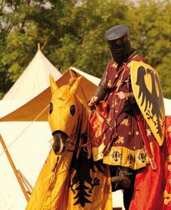 La tenue d'un chevalier à l'époque de la bataille de Bouvines, vêtement civils, vêtements de guerre