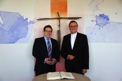 Dr. Christian Höftberger und Prof. Dr. Martin Hein im Andachtsraum der Asklepios-Klinik Bad Wildungen