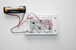 Elektronische Schaltung mit einer Batterie