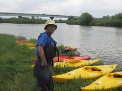 カヌー体験コーナーでの江川和明さん