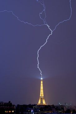 Shocking photo of Eiffel Tower.