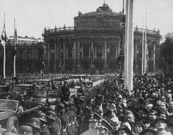 Wagenkolonne Hitlers vor dem Rathaus. Foto: Albert Hilscher, ©: ÖNB Bildarchiv und Grafiksammlung