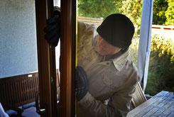 Gekippte Fenster sind eine Einladung für Einbrecher