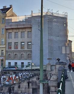 Bild: Das immer noch bewohnte Haus in der Radetzkystraße 24-26 im Spätherbst 2018.