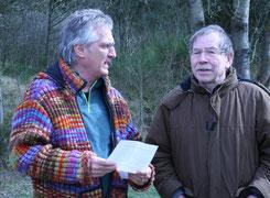 Rolf Haferkamp (re.) im Gespräch mit dem Vorsitzenden des Leichtathletik-Kreises  Vulkaneifel, Peter Schumacher