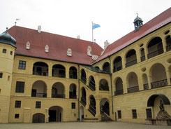 Burg Trausnitz, Arkadenhof mit Blick auf den Fürstenbau