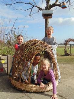 Flechtvorführung mit Mehrwert, geflochtenes Nest für Kindergarten