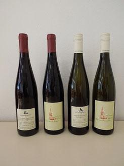 Bild der zwei Rot- und zwei Weißweine