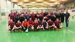 Gruppenfoto mit Team von Bunga United