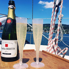 sailingzuerich, sailing zuerich,  segelschule, zürichsee, firmen events, richterswil, stäfa, segeln, zuerich, einzelunterricht, gruppenkurse, auffrischungskurse, segelkurs, grande fiesta auf dem Zürichsee
