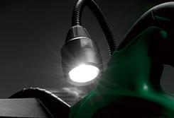 刃先を明るく照らす白色光のLEDライト