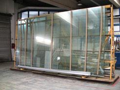 20 m² große Ausgangsscheiben werden zum Aquarienbau als Rohware angeliefert