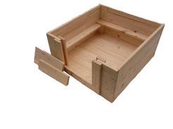 Welpenbox von welpen-wurfkiste.de aus massivem Fichtenholz mit Welpenschutzleisten