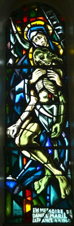 Eglise de Bouvincourt-en-Vermandois: cette piètà rend hommage à Daniel Marié, tué lors de la guerre d'Algérie en 1960