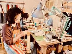 レザークラフト教室ヨコハマセリエ横浜元町教室の生徒さんたち