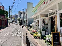レザークラフト教室ヨコハマセリエ横浜元町教室前お花屋さん