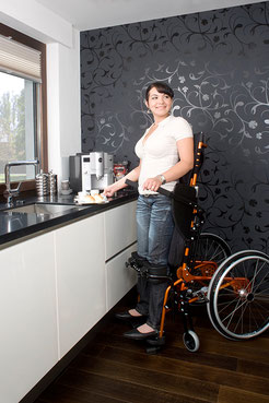 Ein Stehrollstuhl erweitert Ihren Bewegungsradius.