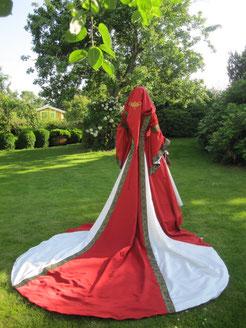 Ein Traumkleid aus dem Gewandatelier Mittelalter-Fashion, exklusiv.