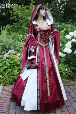Große Größen, maßgefertigt im Gewandatelier Mittelalter-Fashion.