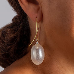 transparant pearl earrings, silver goldplated, silicon mother of pearlpigment