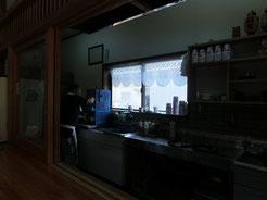おぢちゃんが、ミルクセーキ作ってくれてます。水色の氷削り機。すごーい年代物とのこと!