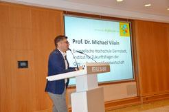 Prof. Dr. Vilain stellt beim Fundraising-Forum in Frankfurt neue Erkenntnisse zum Fundraising-Management vor.  | Foto:  Franziska Bohn