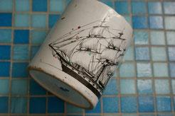 Charles W. Morgan als Vollschiff auf meiner 40 Jahre alten Tasse, die ich im Malatelier benutze.
