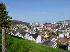 Blick vom Aufstieg zum oberen Dorfteil von Pratteln Richtung Basel