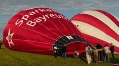 Um 19:15 Uhr wird mit einem motoergetriebenen Ventilator die Ballonhülle mit kalter Luft gefüllt. © Copyright by Olaf Timm