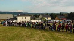 Die ersten Besucher aus Nah und Fern versammeln sich am Festplatz zur Eröffnung. © Copyright by Olaf Timm
