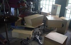 Cajon und Schlagzeug Vergleich