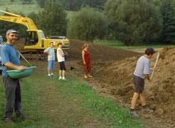 Anlage des Laichgewässers in Gemarkung Der Teich