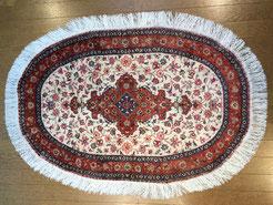 上の写真の絨毯です。施工後 汚れも落ちて美しく仕上がりました。