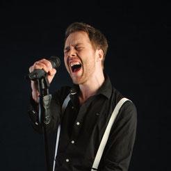 Marco - Vocals & Gitarre