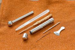 刺さないタイプの接触鍼