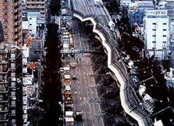 通勤で使っていた阪神高速道も崩壊