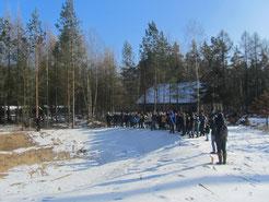 Auf dem Dachsenberg legt die NAJU ein Amphibienlaichgewässer an, was den Exkursions- teilnehmern gezeigt wurde.
