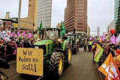 130 Traktoren führten den Demonstrationszug an. Foto: wir-haben-es-satt.de/Die Auslöser Berlin