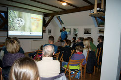 Nach dem Waldkauz-Vortrag im warmen Kaminzimmer der Auwaldstation...