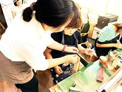 東京のレザークラフト(革)教室ヨコハマセリエ 様子