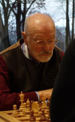 Udo Kopps Remis sicherte einen Mannschaftspunkt (Foto: A. Obdenbusch)