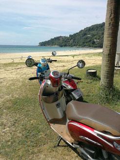 Unsere Roller am Phuket Beach