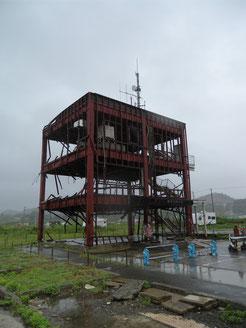 雨の中の南三陸防災庁舎