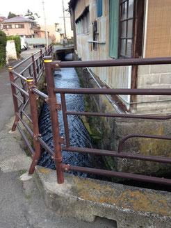 街中を流れる小田原用水
